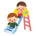 滑り台で遊ぶ子ども