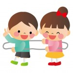 一緒に遊ぶ保育園の園児たち