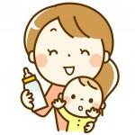 哺乳瓶を持つ保育士と赤ちゃん