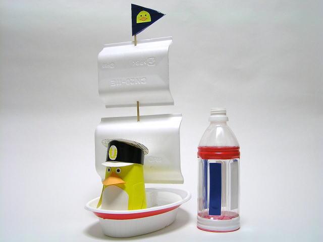 食品トレーの船