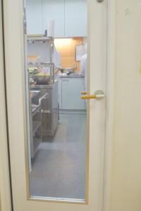 給食室の扉
